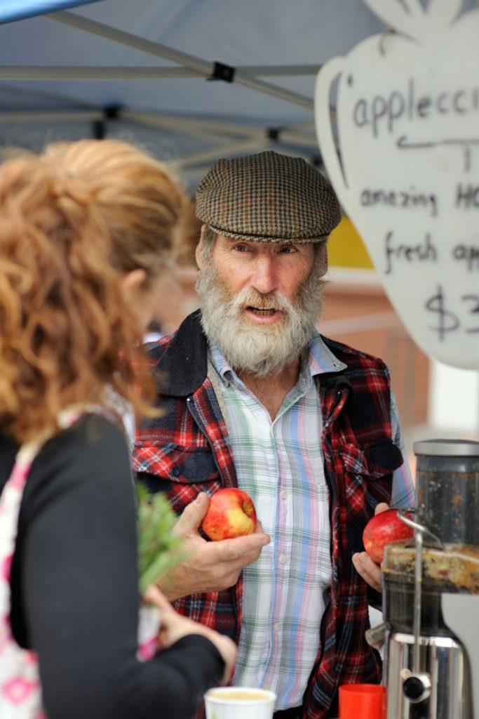 farmgate-market-apple-farmer